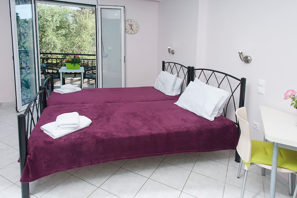 Comfortable single beds(1st studio)