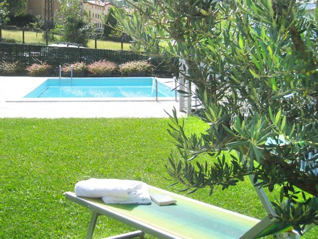 Apt with garden, stunning lake view, shared pool