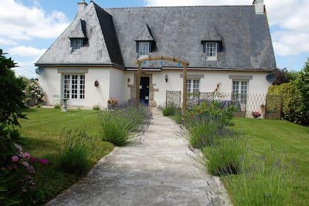 Chambre Morbihan  - La Trinité-Porhoët - Aamiaismajoitus