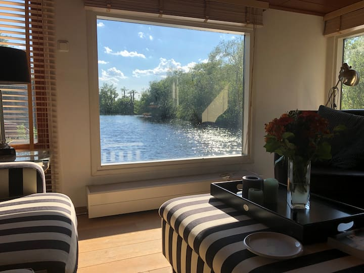Admire nature from house boat in Vinkeveense Plas