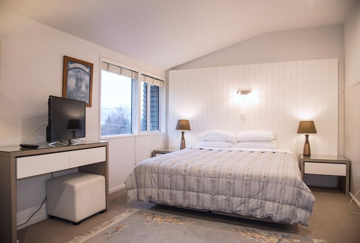 Queenstown House Boutique B&B - King/Twin Room