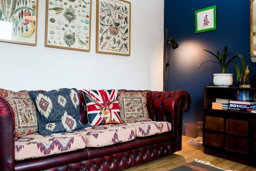 Cosy sitting area - vintage sofa.
