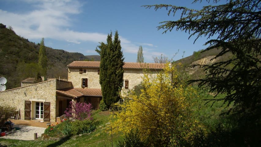 delightful farm house, big pool, romantic grounds - Roquetaillade - House