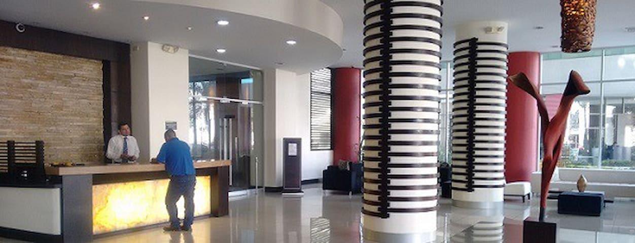 GYE airport suite w/24 hr transfers - Guayaquil - Lejlighed