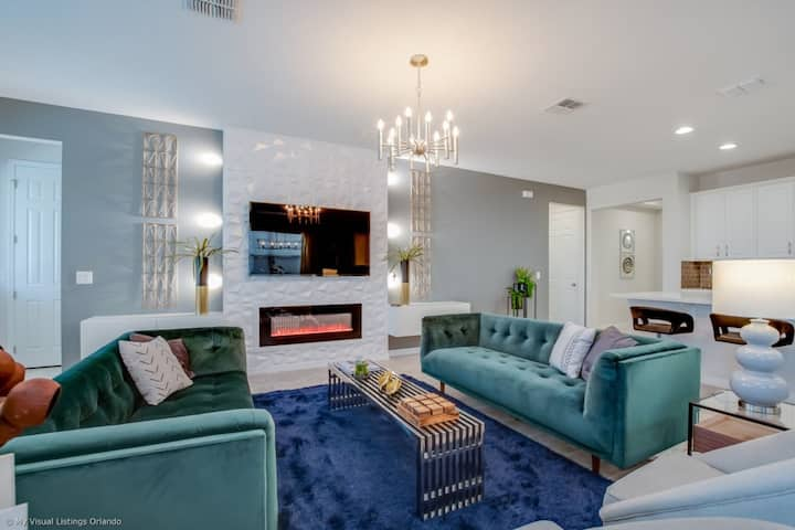 6 Bedrooms/ 5.5 Bathrooms  Solara Resort (9055 SR)