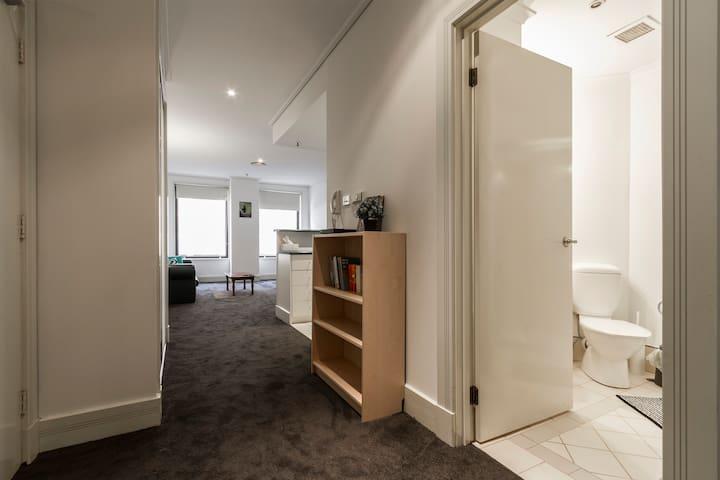 Quiet pad with parking/gym/Netflix - Melbourne - Wohnung