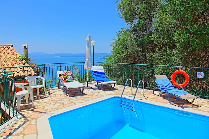 Villa Calypso: Stunning views, private pool, A/C