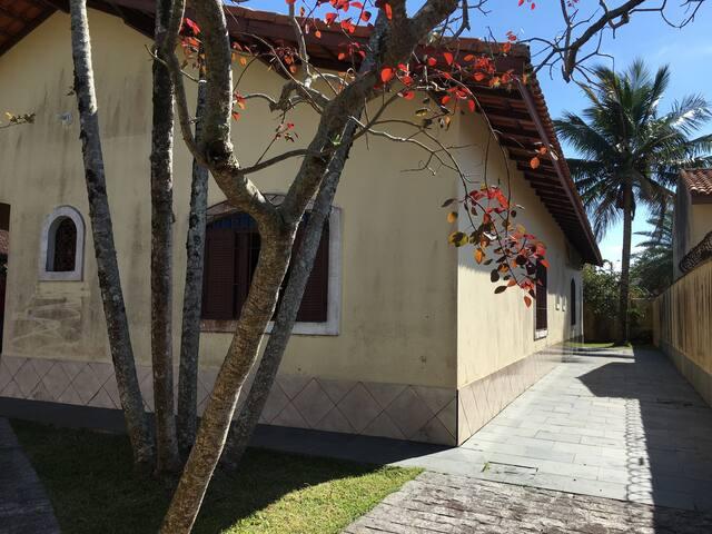Casa arejada, ensolarada e espaçosa a 300mts praia