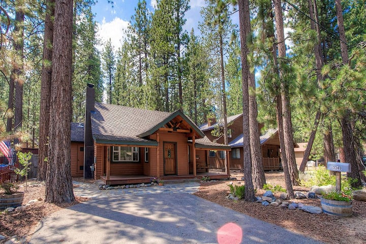 Classic Cabin, BBQ, 2 Fireplaces,Close to Lake (CYH0840)