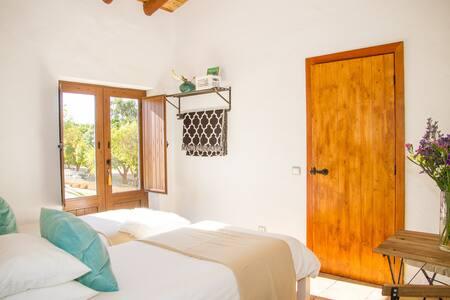 Twin Room with en-suite Bathroom (TW2) - ลากอส - ที่พักพร้อมอาหารเช้า