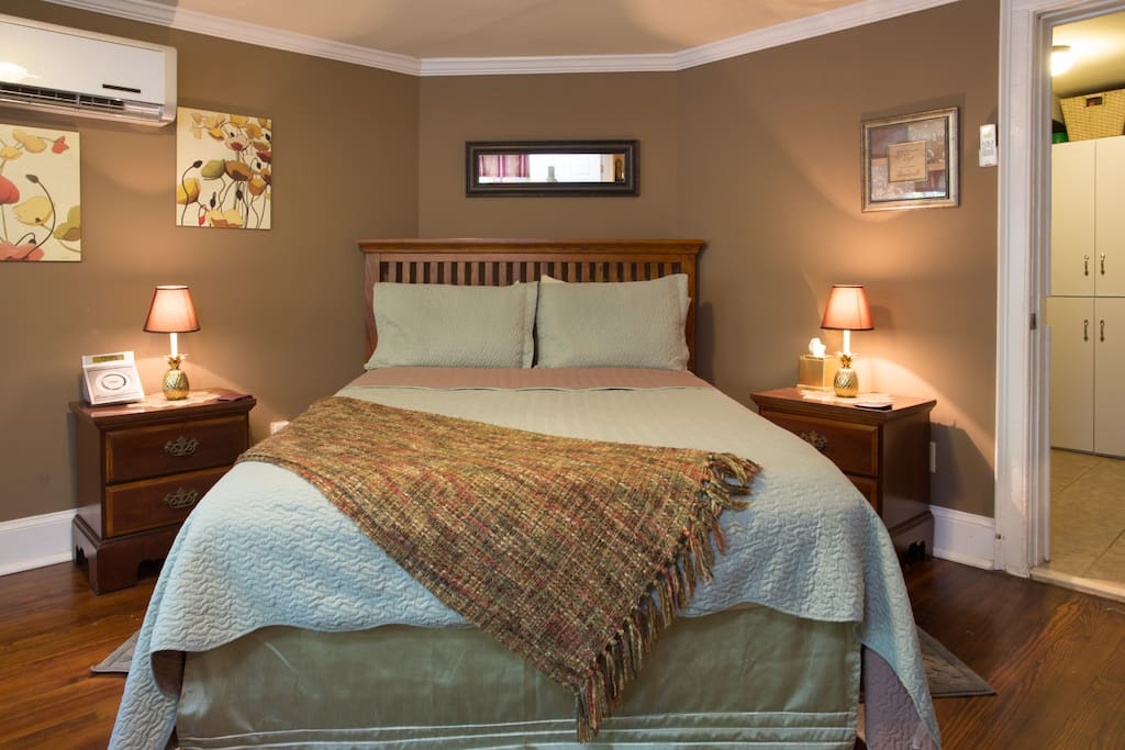 Sleep well in our Queen bed with fine linens.