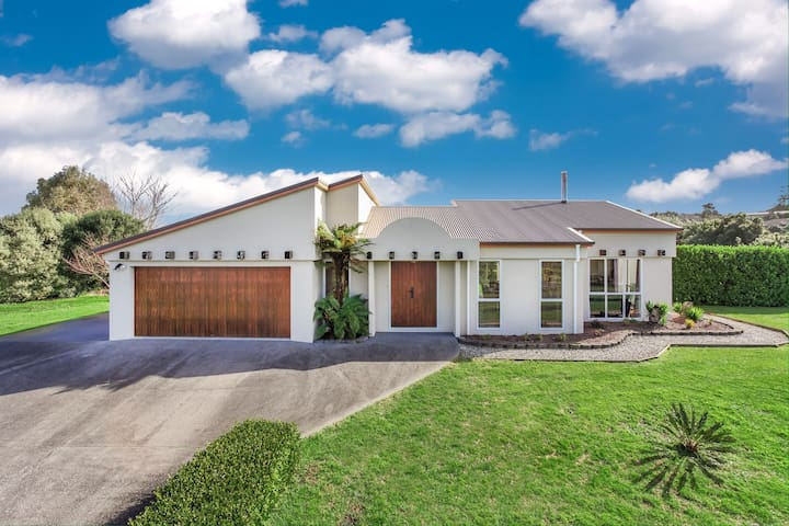 Home Away From Home - Waiuku - House