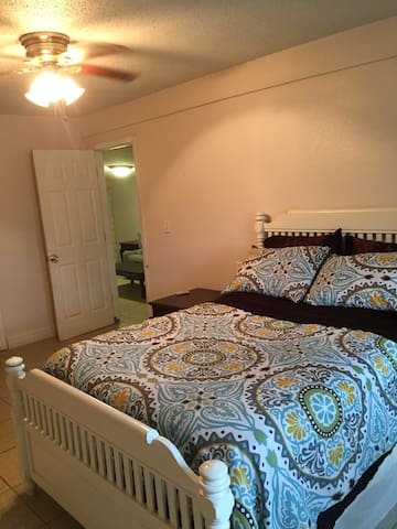 Charming 2 bedroom Guesthouse. - Luling - Ev