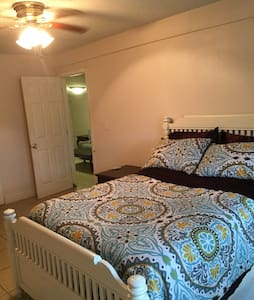 Charming 2 bedroom Guesthouse. - Luling - Dom