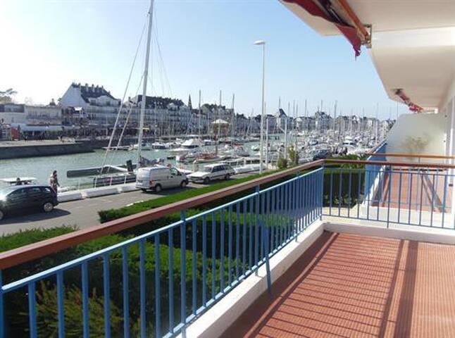 Appartement magnifique vue port et mer APPA 06203