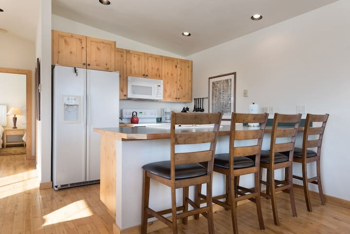 bar seating for 4 - fully equipped kitchen