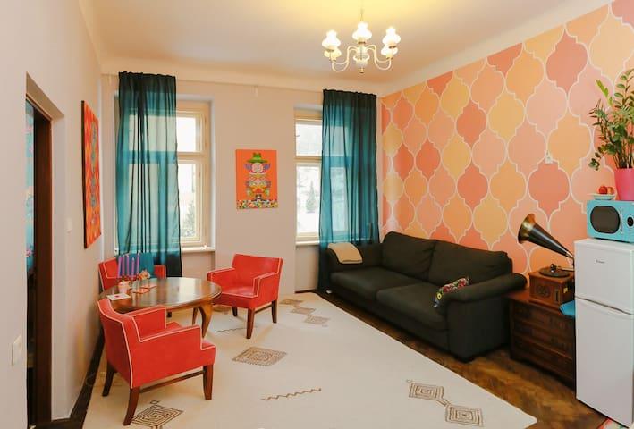 Fancy Apartment at Vysehrad Close to Downtown - Praga - Apartamento