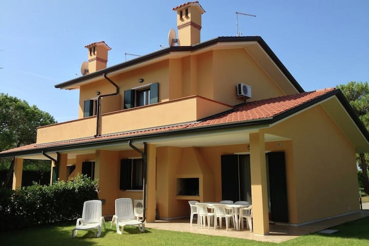 Well-kept villa with garden on beautiful Isola di Albarella