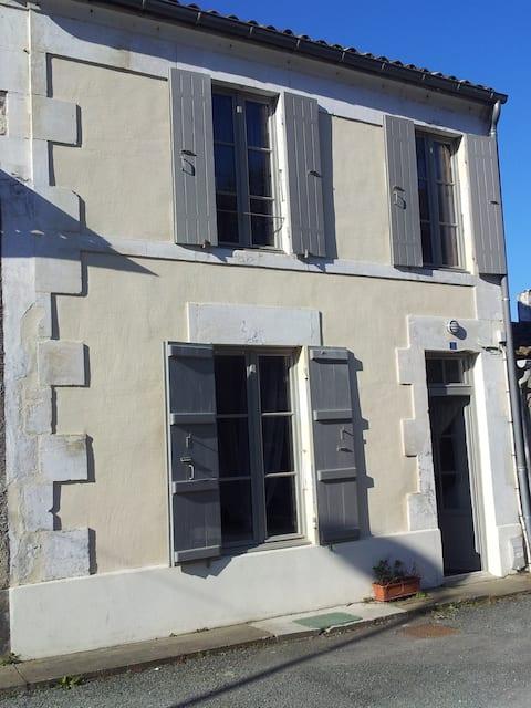 Maison COSY  à 150 métres du port de plaisance.