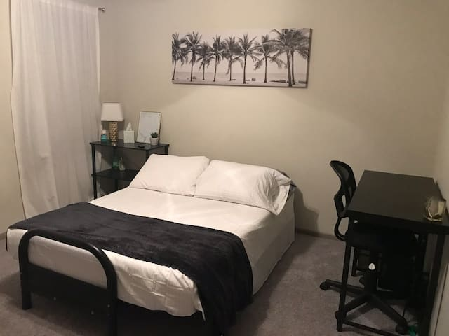 Comfy and cozy apt next to the DFW airport!