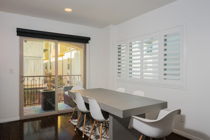 Beautiful dining suitable for 6 guests