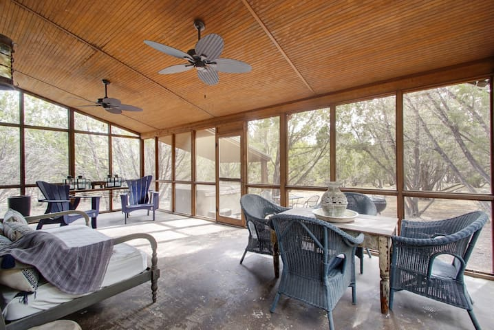 Luna Rio Cabana 1br/1ba -Hot Tub & Screened Porch!