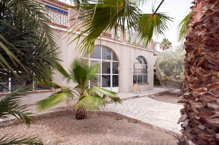 Casa de 250 m2, jardin 700 m2. Playa a 700 metros