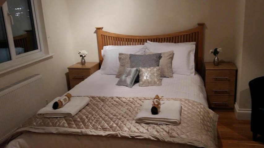 Kathleen House - Enfield - Bed & Breakfast