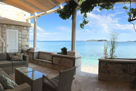 Spectacular waterfront location