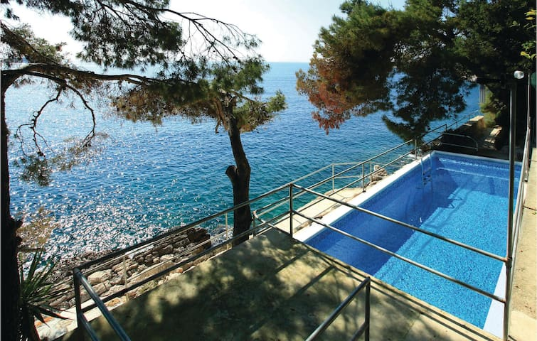 Holiday apartment with 2 bedrooms on 54m² in Blato