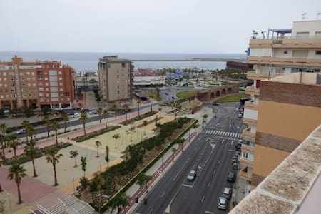 Centrally located apartment, one step from beach - Almería