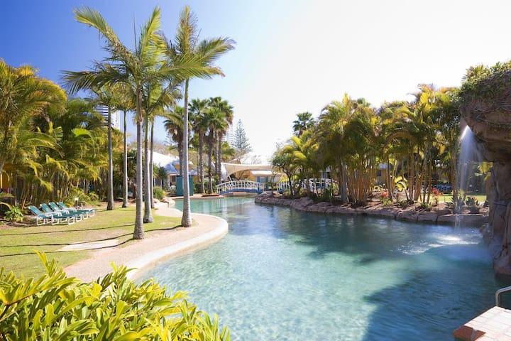 3BRM aptmt in Pool Resort next to beach, Netflix!