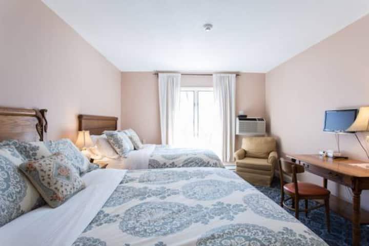 Lodge: Room 202 - Apple Tree Inn