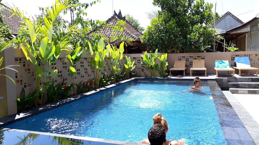 Athaya homestay,Sanur, Pool, Wifi, AC, Brkfs,Beach