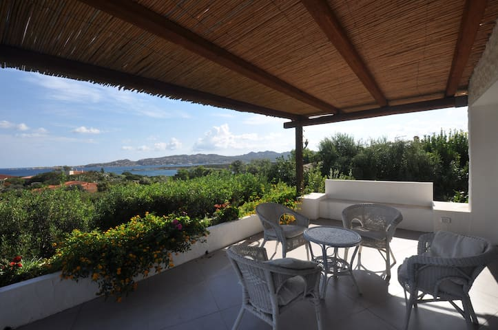 Sea view villa surrounded by a beautiful garden - La Maddalena  - Hus