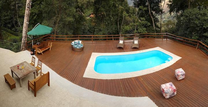 Casa em Itaipava com piscina e linda vista!