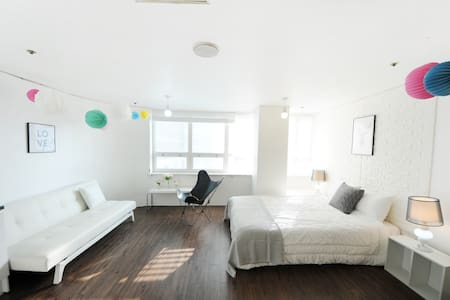 Heart of Downtown, Best location!! - Apartment