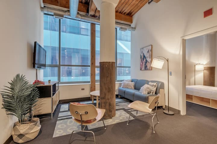 Lovely West Loop Loft  and Amazing Location