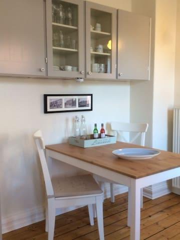 Hyggelig lejlighed i flot gammel villa - Fjerritslev - Apartamento