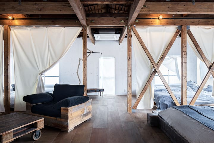 Renovated old house/1F is an atelier of artists!