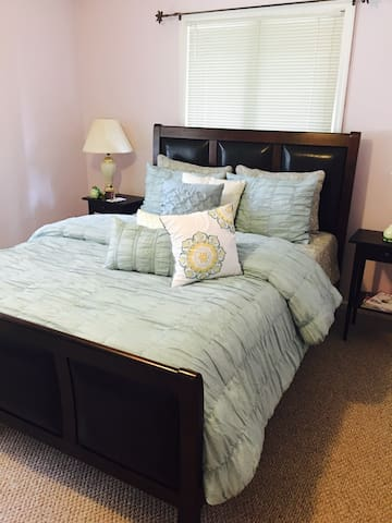 Beautiful, big, cozy room, bath - Township of Washington