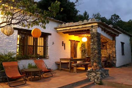 Luz y Paz Serene Mountain Farm Villa, Great Views!
