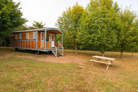 Shepherd's Hut   Poppy  (chediston)