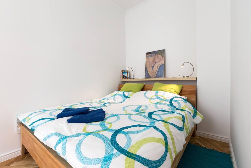 Bett / bed (Größe / size:180 to 200 cm)
