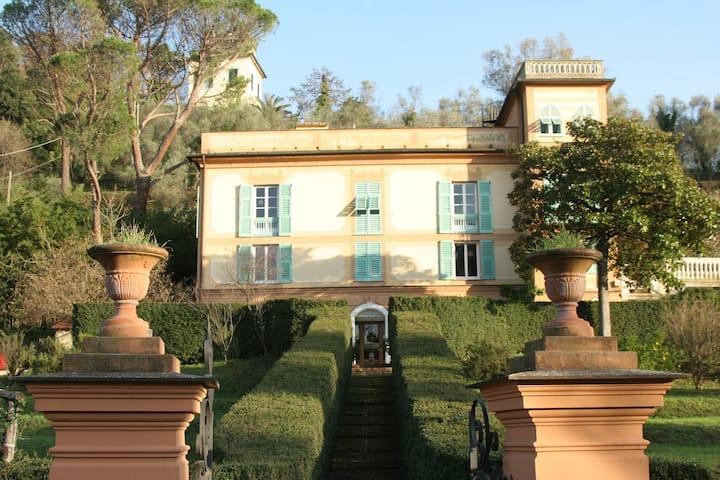 Bilocale in villa con giardino e parcheggio