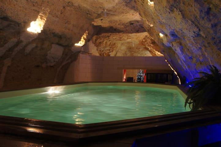 Loft troglo avec piscine Amboise