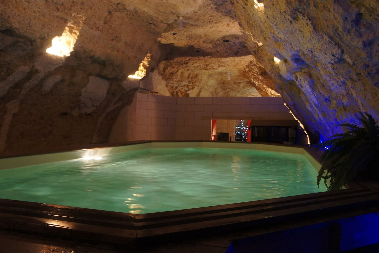 piscine chauffée sous la roche