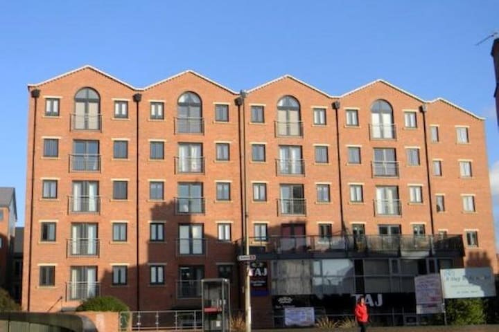 3 Bedroom City Centre Executive Apartment - Chester - Lägenhet