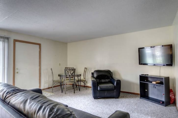 Central Location and Walk-able Neighbourhood - Champaign - Lejlighed