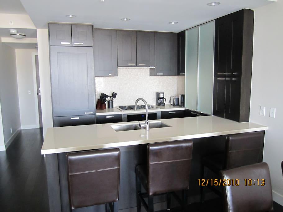 Gourmet Kitchen subzero, gas stove, all appliances